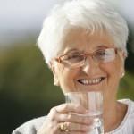 4 dicas essenciais para cuidar da pele e do cabelo durante a reposição hormonal